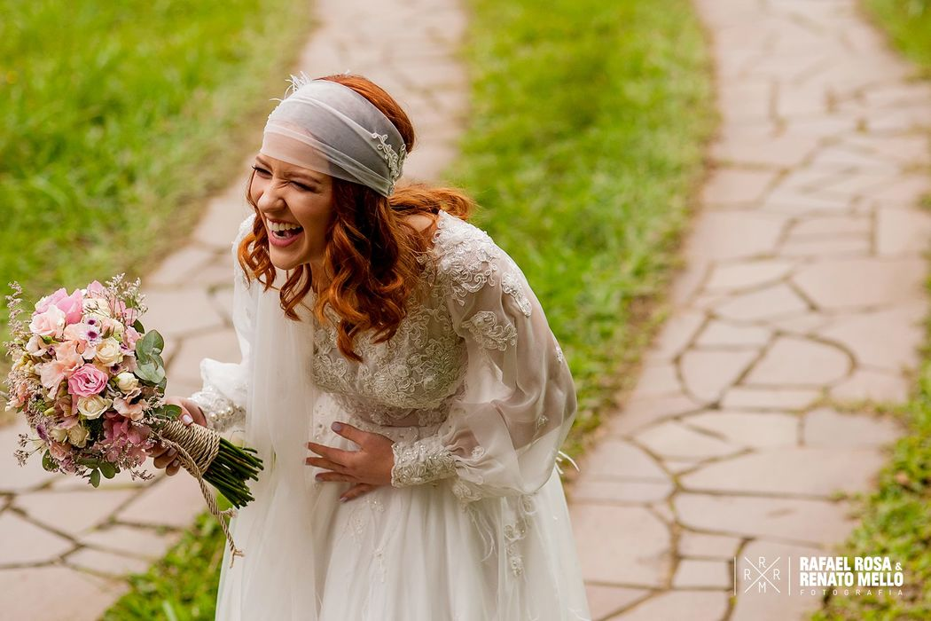 Felicidade e riso da noiva