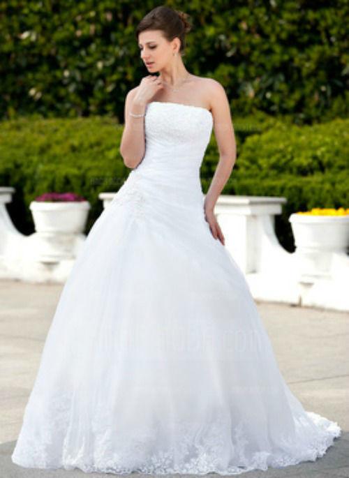 Beispiel: Brautkleid, Foto: AmorModa.