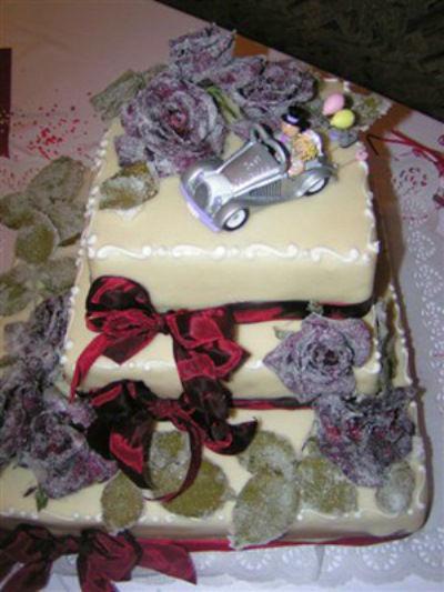 Beispiel: Witzige Hochzeitstorten, Foto: Tortenkunst.
