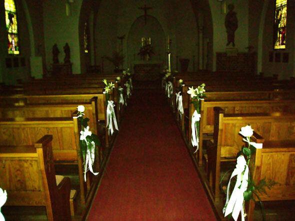 Beispiel: Kirchendekoration, Foto: Blumen-Heidi - Die Floristen-Werkstatt.