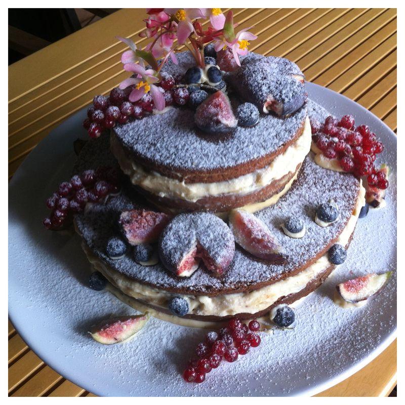 Naked Cake de Chocolate recheio de creme ingles