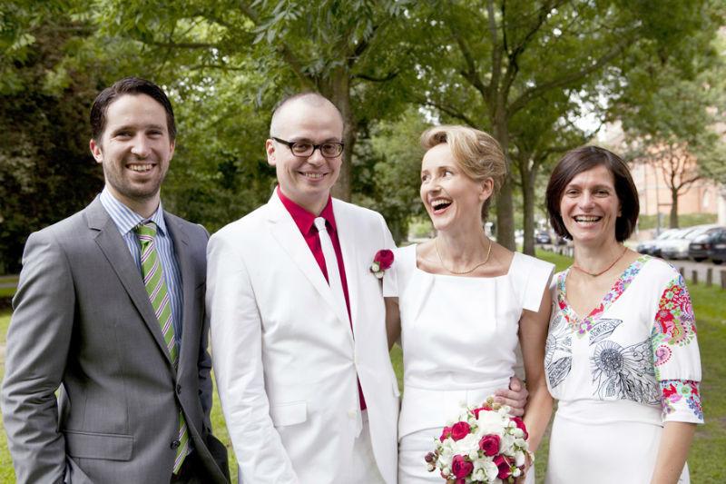 Beispiel: Brautpaar mit Trauzeugen, Foto: Angela Pfeiffer.