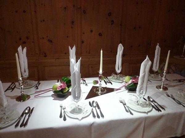 Beispiel: Tischdekoration, Foto: Blumen Kamm.