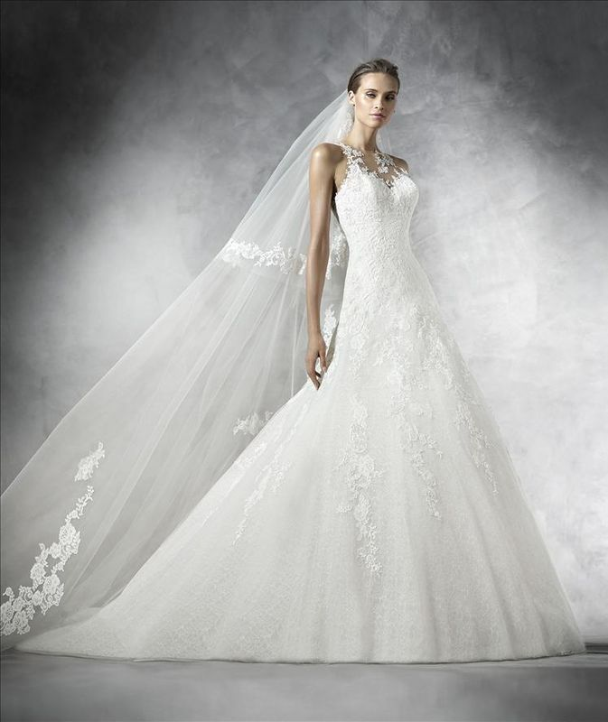 Robes de mariée Pronovias par Déclaration Mariage à Sceaux.