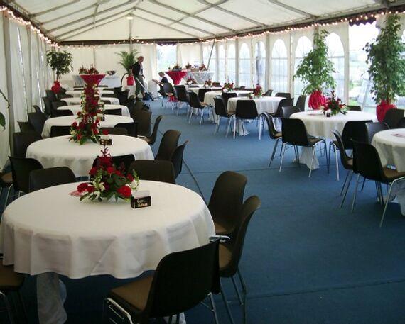 Beispiel: Festliche Gedecke, Foto: Linials Catering.