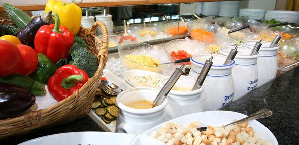 Beispiel: Salatbuffet, Foto: Wirtschaft zum Schützenhaus.