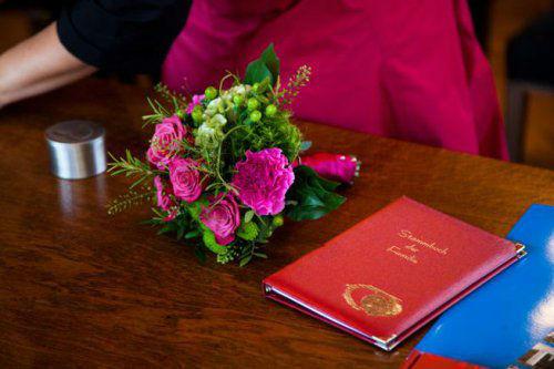 Beispiel: Brautstrauß, Foto: Stiel und Blüte.