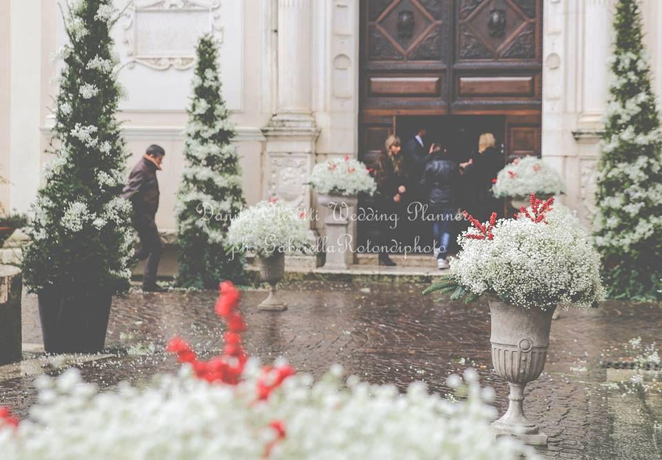 Danila Olivetti - winter wedding addobbo chiesa - esterno