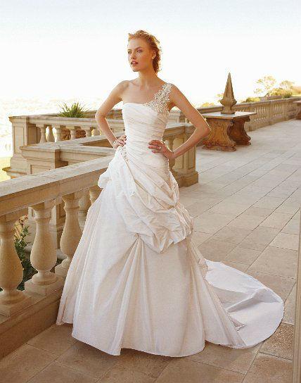Beispiel: Wunderschöne Brautmode, Foto: White Silhouette.
