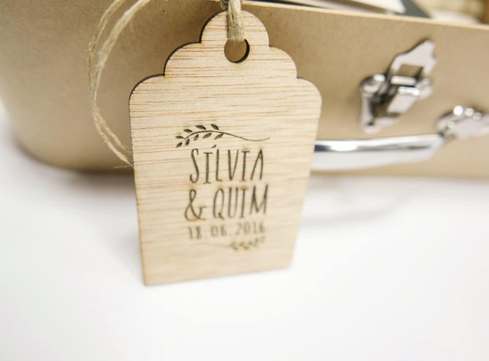 Etiquetas tag personalizadas de madera.