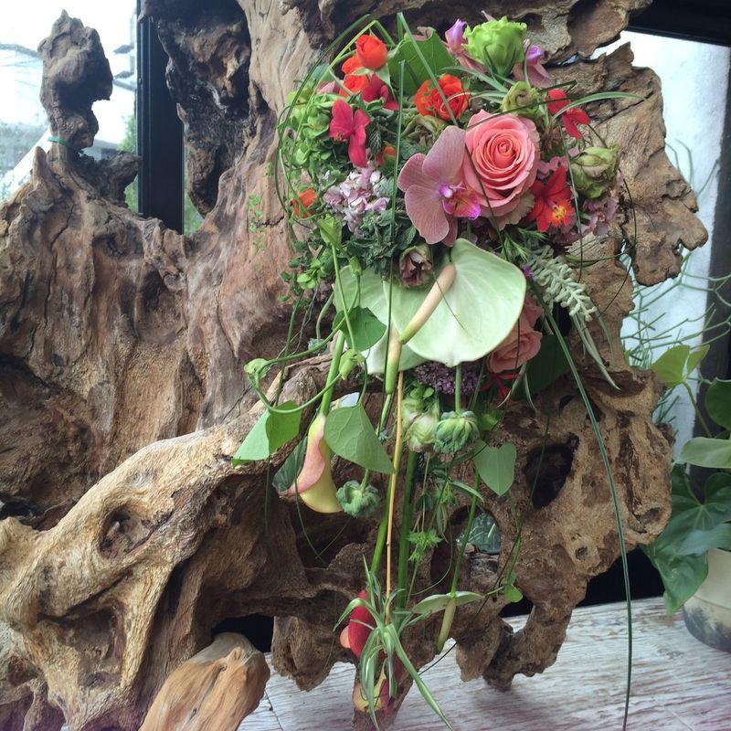 Ramo de novia en cascada, muy vegetativo para novias naturales