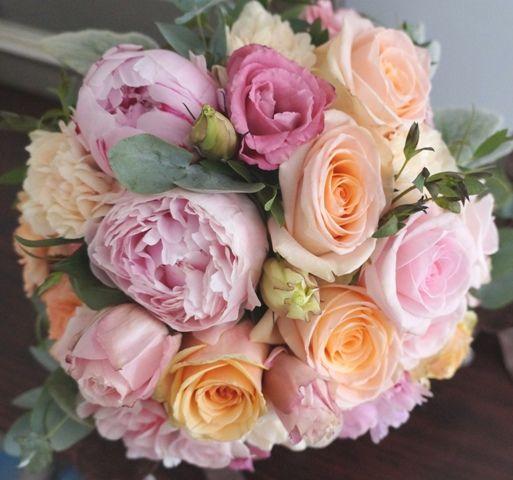 Rosa y Peonía de tono melocotón claro y rosa pálido