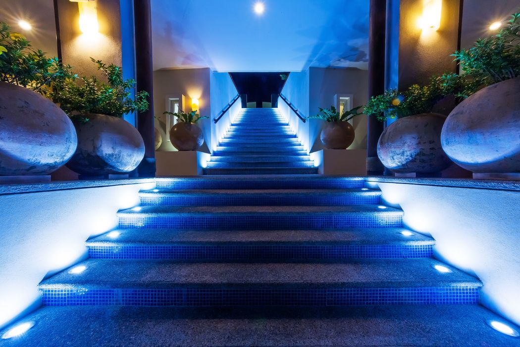 Stairs to pool