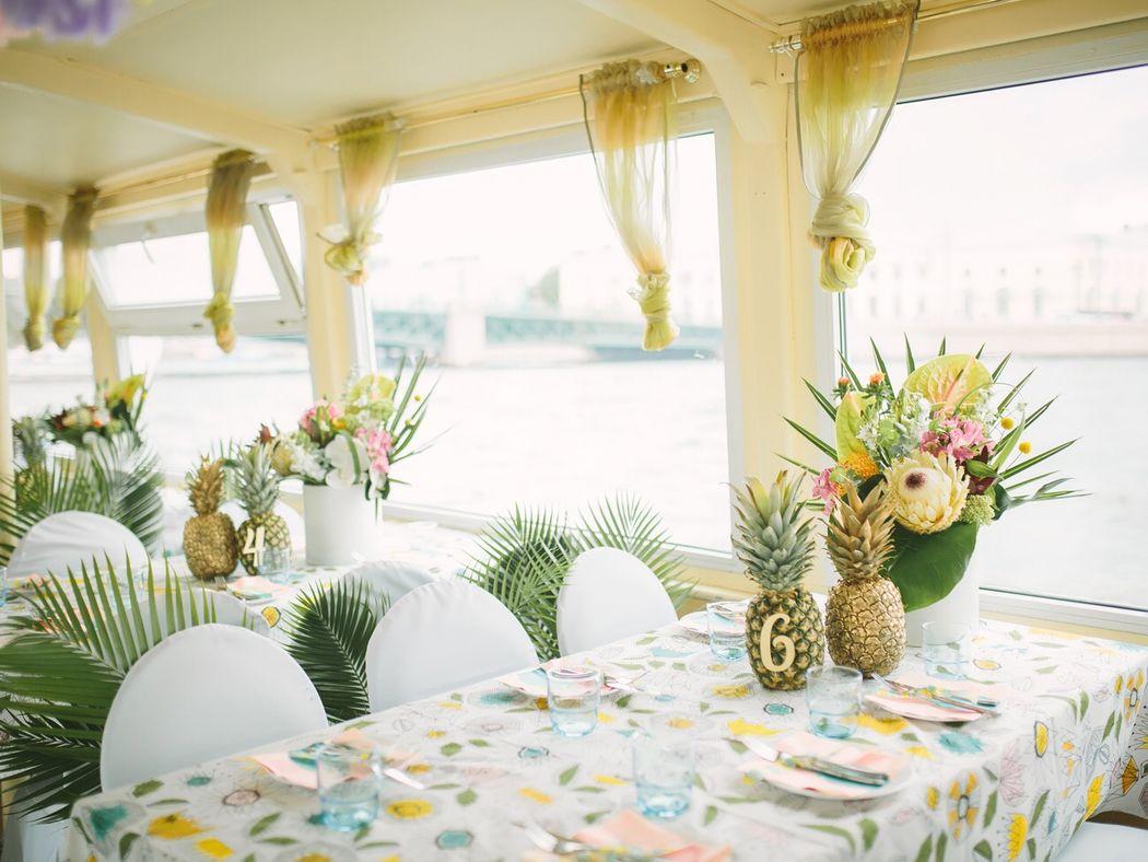 Оформление свадьбы на теплоходе в тропическом стиле