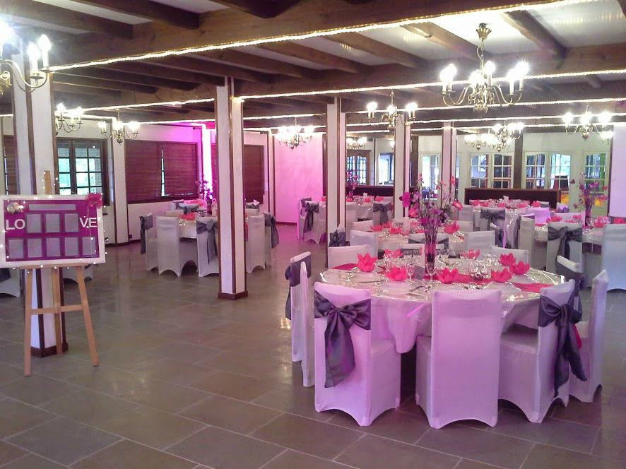 Restaurant La Licorne Grande salle de réception. Possibilité de location.