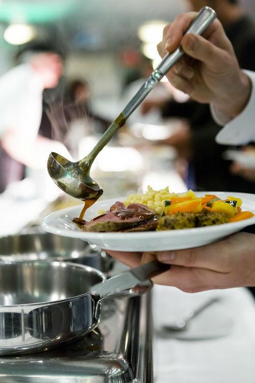 Beispiel: Vorbereitung der Speisen, Foto: MS Sonnenkönigin.