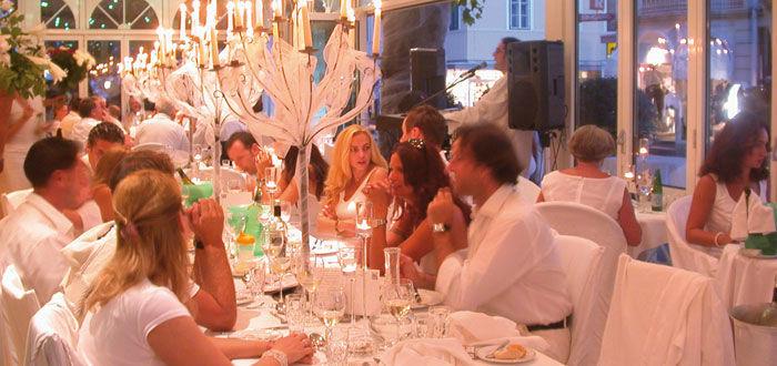 Beispiel: Hochzeitsbankett, Foto: Parkvilla Wörth.