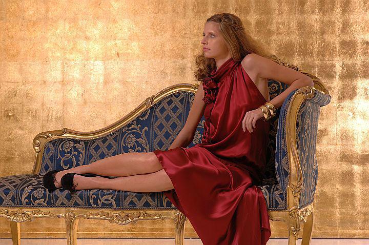 Beispiel: Maßgeschneiderte Mode, Foto: Ella Deck Couture Abendmode.