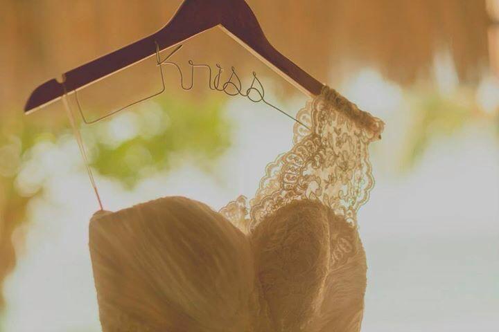 Percha personalizada, color pino Foto: trizyjuan