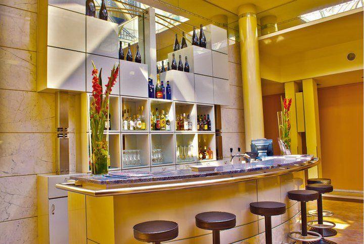 Beispiel: Lobby Bar, Foto: Hotel Rolandsburg.