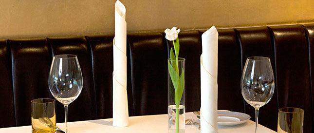 Beispiel: Schlichte und elegante Tischdekoration, Foto: Victorian.