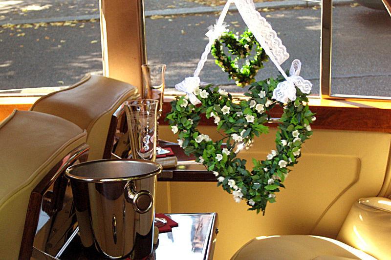 Beispiel: Ihr Hochzeitsauto schön dekoriert, Foto: ClassicCars.