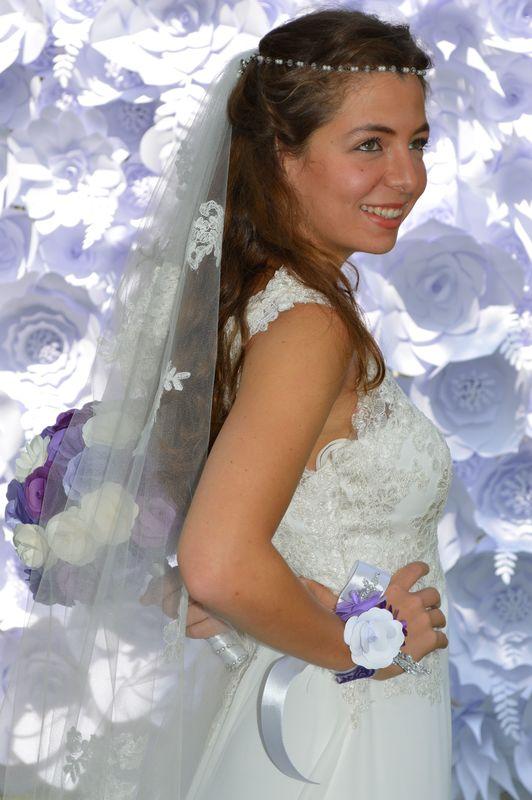Muro de flores de papel, Corsage trio floral y Ramo de novia Mini Roses