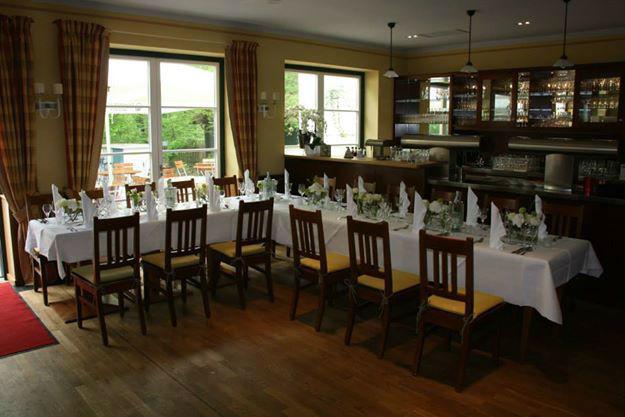Beispiel: Innenraum - Tafel, Foto: Restaurant Hirschau.