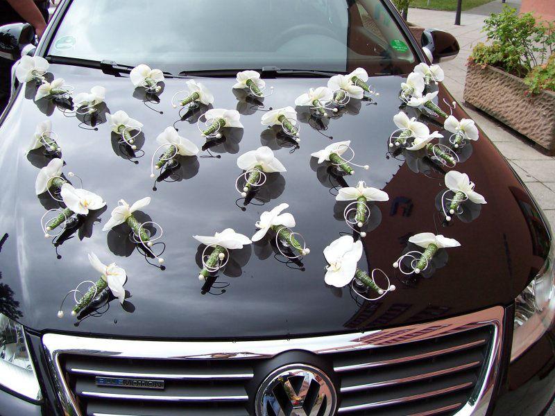 Beispiel: Orchideen auf der Motorhaube, Foto: Sandra's Blütenzauber.