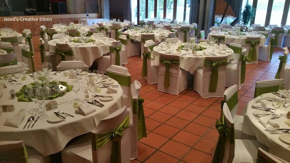 Stuhlhussen mit Grünen Satinschleifen und die Tischdekoration ebenfalls alles auf Grün ausgerichtet: Foto Jenni's Creative Ideen