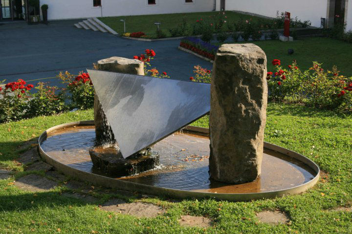 Beispiel: Dreifaltigkeitsbrunnen, Foto: Schloss Seggau.
