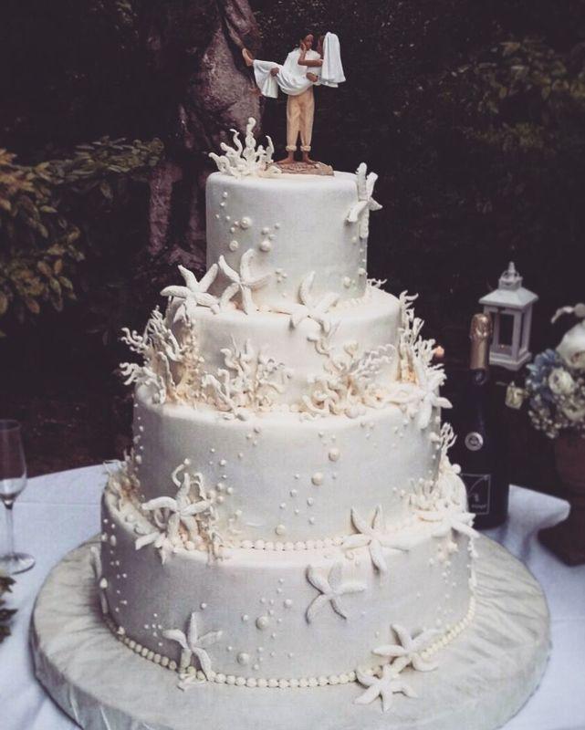 wedding cake white sea