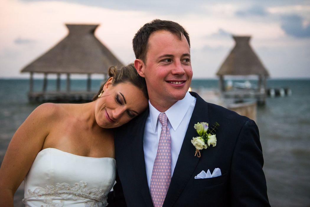 Newlyweds - Zoetry Paraiso de la Bonita - Wacho Espinosa Photograph