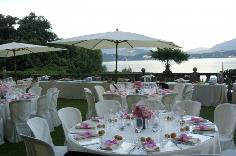 Tavoli allestiti in terrazza