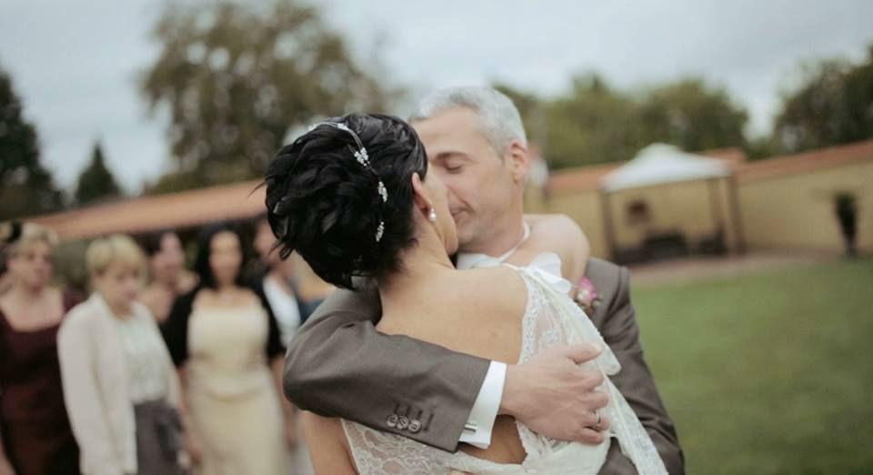 Beispiel: Professionelle Hochzeitsfotos, Foto: Loud Cinematography.