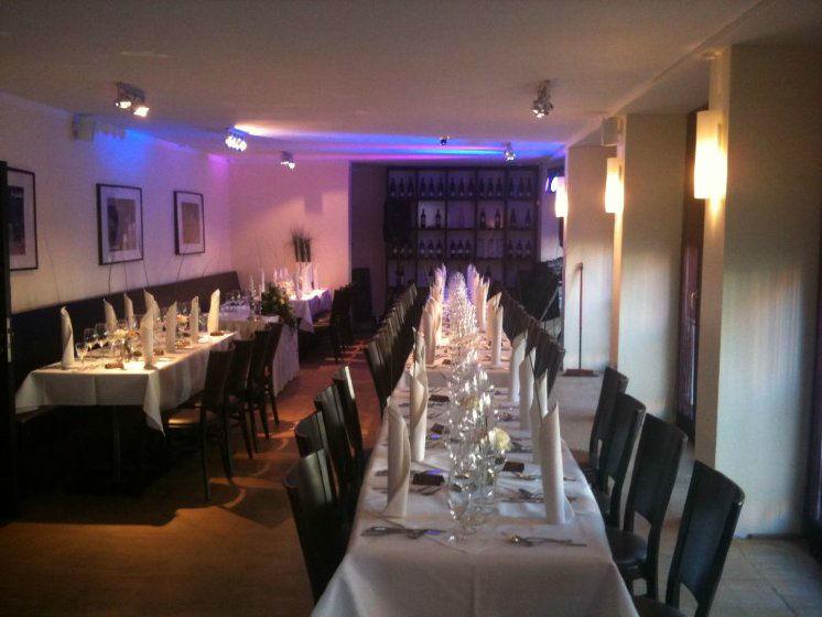Beispiel: Restaurant - Tafel, Foto: Lindenthal by Schneiders.