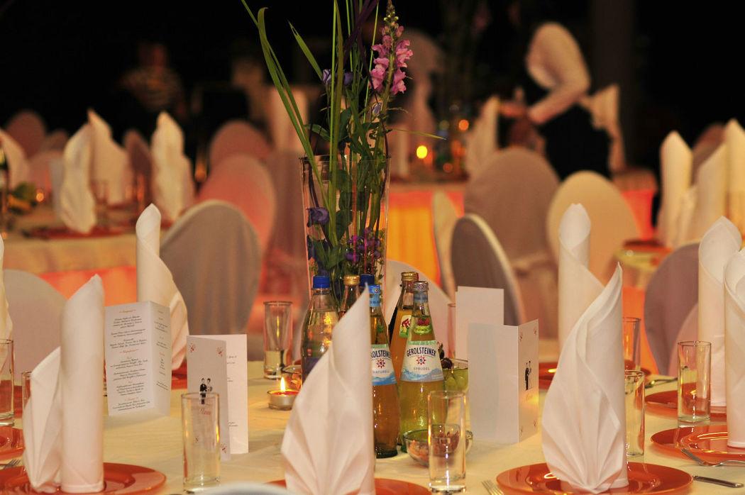 Beispiel: Dekorative Gestaltung Ihrer Hochzeit, Foto: Reinweiss Hochzeiten.