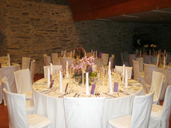 Beispiel: Bankett - Runde Tische, Foto: Friedensburg Schlaning.