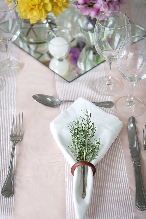 Detalhes da decoração de mesas.
