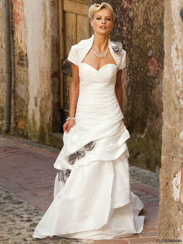 Beispiel: Kleider für Ihren schönsten Tag, Foto: Brautsalon Flossmann.