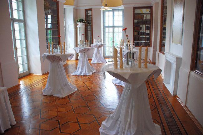 Beispiel: Stehtische, Foto: Villa Toscana.