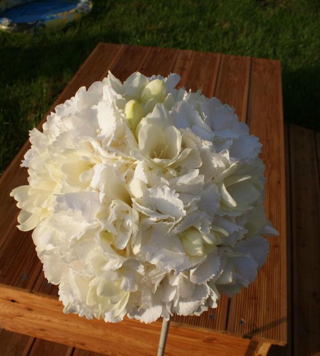 Beispiel: Weißer Brautstrauß, Foto: Floraswelten.
