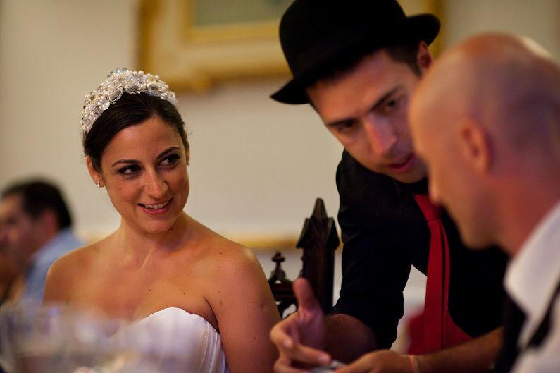 Mágico durante a refeição em casamento, por Magic Days