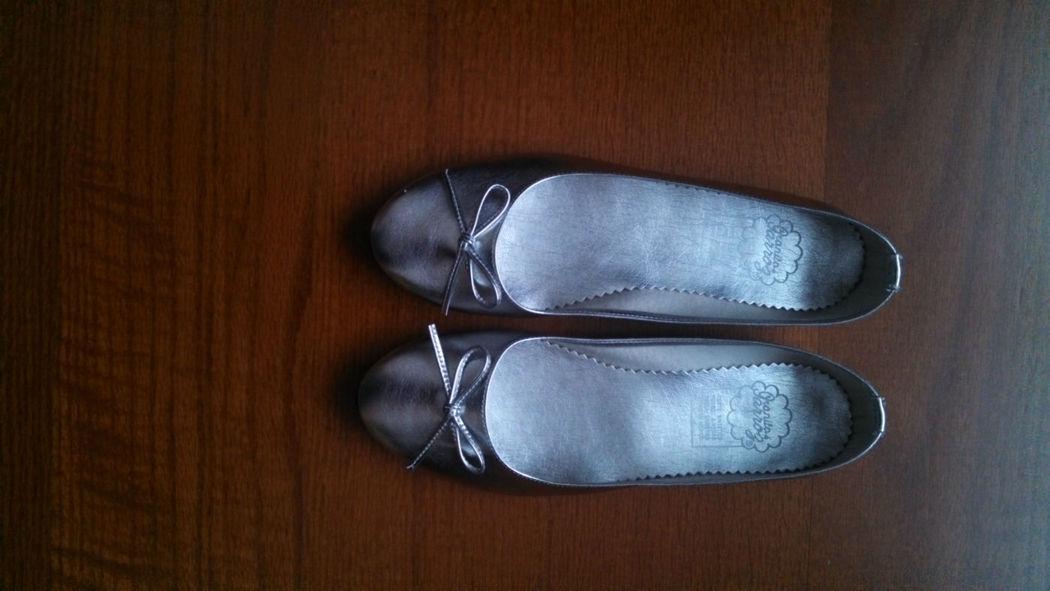 En tu boda, regala a tus invitadas, originales ballerinas. Pongan a descansar los tacones con ballerinas para invitadas Granito de Arroz.
