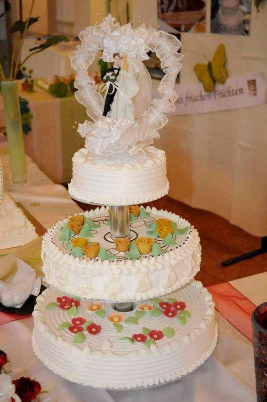 Beispiel: Hochzeitstorte, Foto: Kloster Machern Bernkastel- Wehlen.