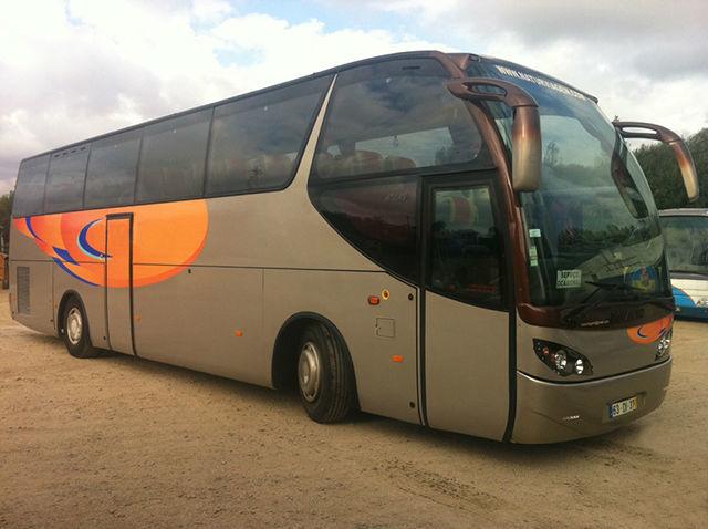 Autocarro de Turismo --- Bus Events - Aluguer de autocarros descapotáveis, autocarros de turismo, carrinhas tipo pão-de-forma e outros meios, para todo o tipo de eventos.