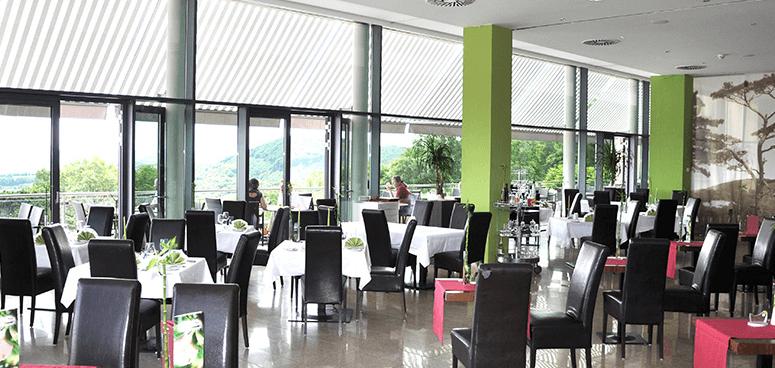 Beispiel: Das lichtdurchflutete Restaurant, Foto: Terrasse Kahlenberg.
