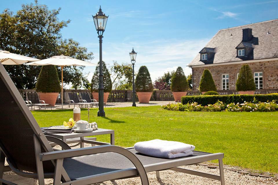 Beispiel: Garten und Terrasse, Foto: Althoff Grandhotel Schloss Bensberg.