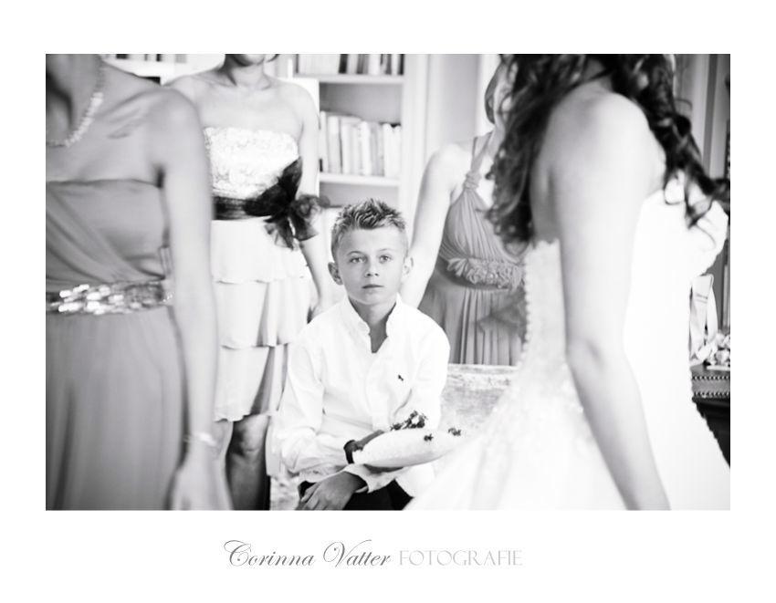 Kleiner-Ringträger-Hochzeitsvorbereitung-Schloss-Gartrop Foto: Corinna Vatter Fotografie