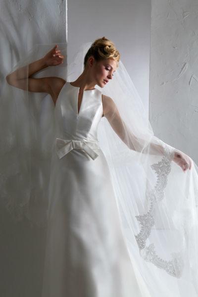 Beispiel: Gerade geschnittenes Hochzeitskleid, Foto: Steinecker.